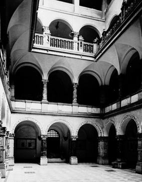 LMU Interior